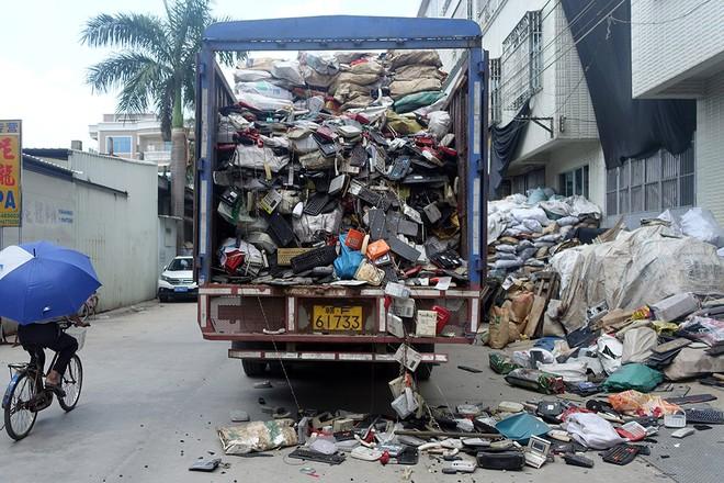 Giật mình trước những bãi rác điện tử khổng lồ ở thị trấn chết Guiyu ảnh 4