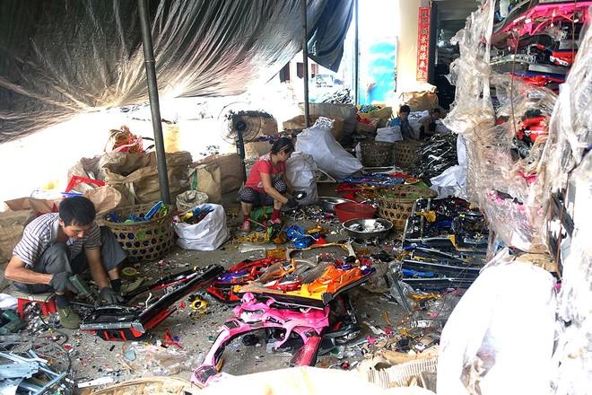 Giật mình trước những bãi rác điện tử khổng lồ ở thị trấn chết Guiyu ảnh 11