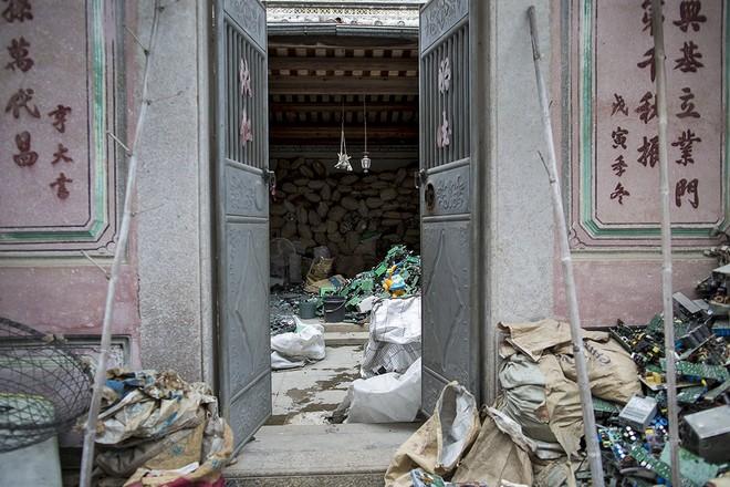 Giật mình trước những bãi rác điện tử khổng lồ ở thị trấn chết Guiyu ảnh 8