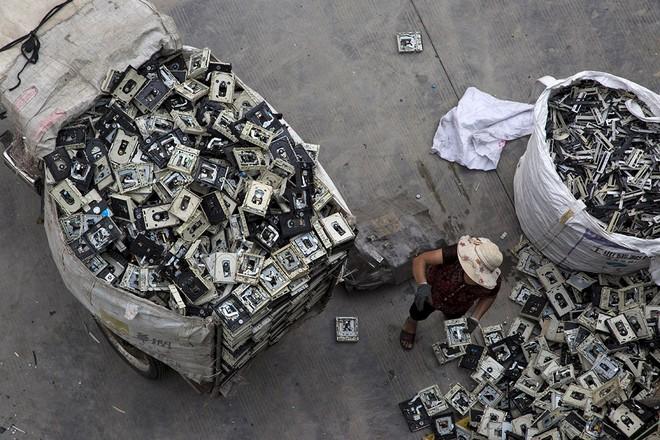 Giật mình trước những bãi rác điện tử khổng lồ ở thị trấn chết Guiyu ảnh 9