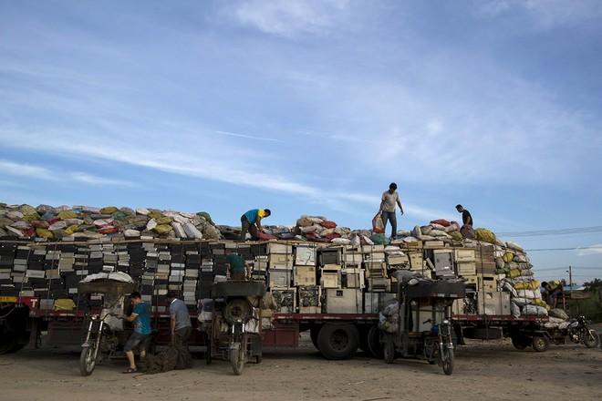 Giật mình trước những bãi rác điện tử khổng lồ ở thị trấn chết Guiyu ảnh 2