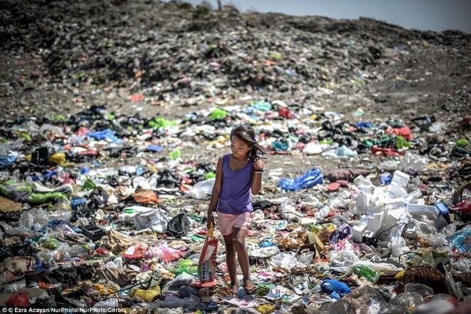 Nhọc nhằn những mảnh đời nhỏ bé ngập chìm trong rác ảnh 6