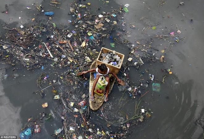 Nhọc nhằn những mảnh đời nhỏ bé ngập chìm trong rác ảnh 4