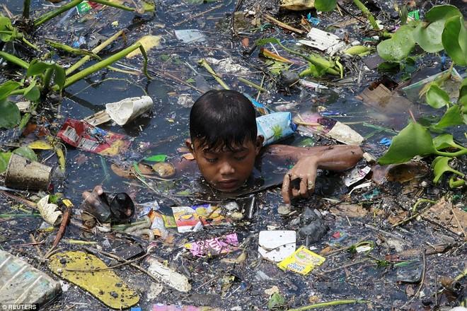 Nhọc nhằn những mảnh đời nhỏ bé ngập chìm trong rác ảnh 3