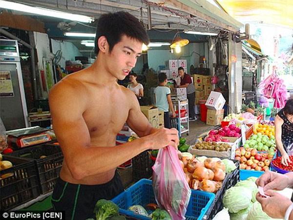 """Hết """"hotboy đậu phụ"""" đến lượt """"hotboy trái cây"""" gây """"bão"""" mạng Trung Quốc ảnh 3"""