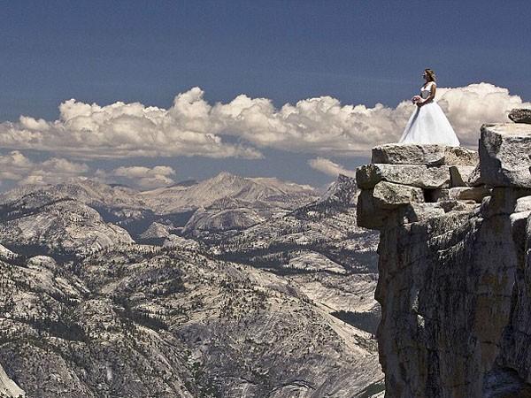 """Ngất ngây ngắm bộ ảnh cưới """"thiên đường"""" trên độ cao gần 1.500m ảnh 3"""