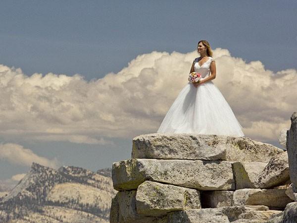 """Ngất ngây ngắm bộ ảnh cưới """"thiên đường"""" trên độ cao gần 1.500m ảnh 5"""