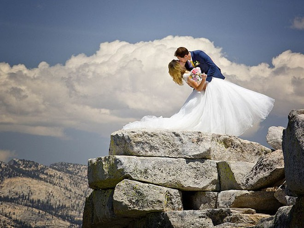 """Ngất ngây ngắm bộ ảnh cưới """"thiên đường"""" trên độ cao gần 1.500m ảnh 4"""