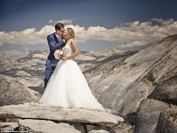"""Ngất ngây ngắm bộ ảnh cưới """"thiên đường"""" trên độ cao gần 1.500m ảnh 6"""