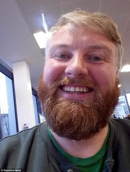 """Nathan McKeown, từ Scotland đã tải lên một bức ảnh của mình cho thấy ông cũng có ngoại hình giống với """"cặp song sinh người lạ kia"""""""