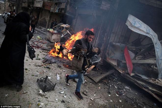 Máy bay Nga bị nghi không kích trúng dân thường ở ngoại ô Damascus, 23 người chết ảnh 18