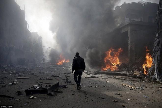 Máy bay Nga bị nghi không kích trúng dân thường ở ngoại ô Damascus, 23 người chết ảnh 3