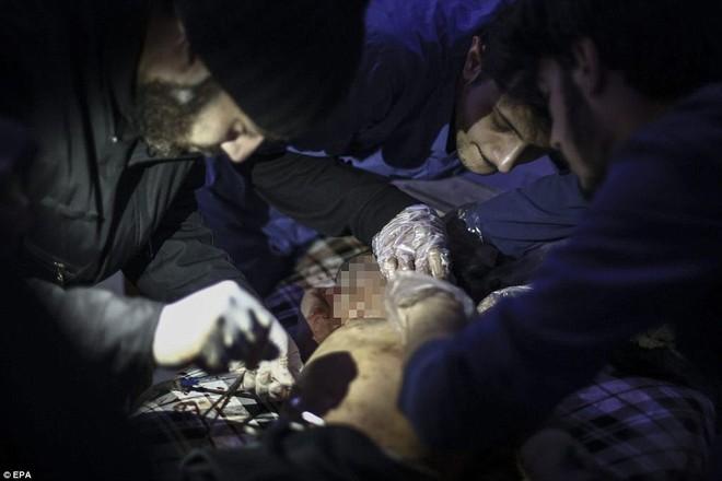 Máy bay Nga bị nghi không kích trúng dân thường ở ngoại ô Damascus, 23 người chết ảnh 6