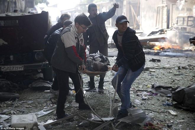 Máy bay Nga bị nghi không kích trúng dân thường ở ngoại ô Damascus, 23 người chết ảnh 11