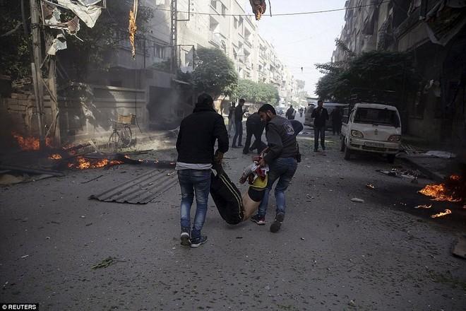 Máy bay Nga bị nghi không kích trúng dân thường ở ngoại ô Damascus, 23 người chết ảnh 16
