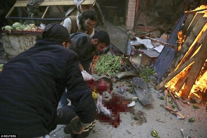 Máy bay Nga bị nghi không kích trúng dân thường ở ngoại ô Damascus, 23 người chết ảnh 14