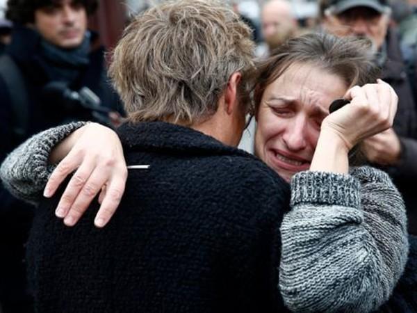 Có 3 nhóm khủng bố đã thực hiện vụ tấn công kinh hoàng tại Paris? ảnh 2