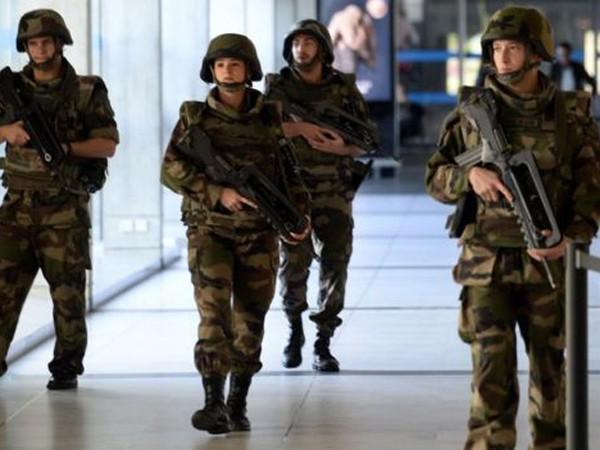 Có 3 nhóm khủng bố đã thực hiện vụ tấn công kinh hoàng tại Paris? ảnh 1