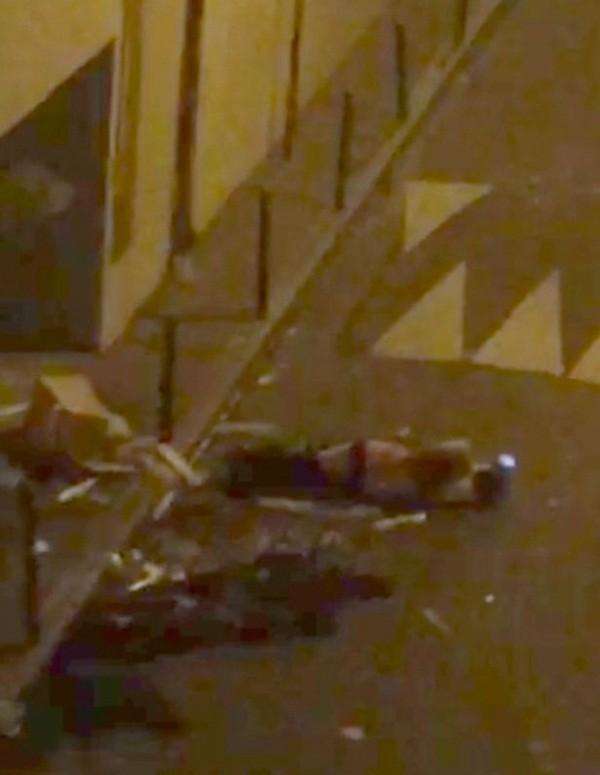 Hình ảnh khủng khiếp bên trong phòng hòa nhạc sau vụ tấn công khủng bố Paris ảnh 3