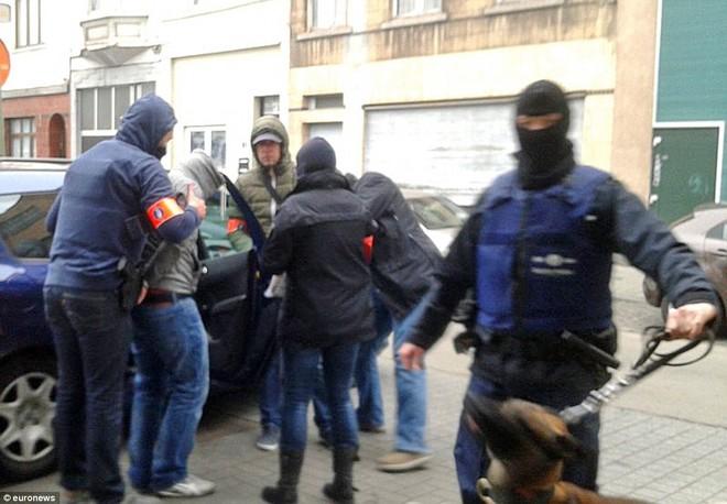 Những sự thật đáng sợ về kẻ chủ mưu vụ thảm sát ở Paris ảnh 5