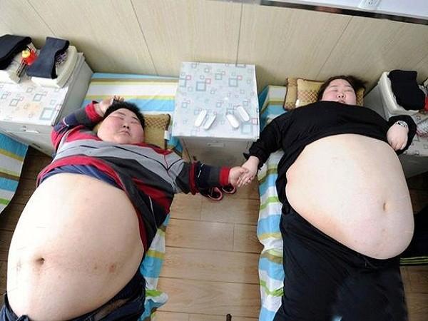 Tổng cân nặng của hai vợ chồng anh Lin là 360kg