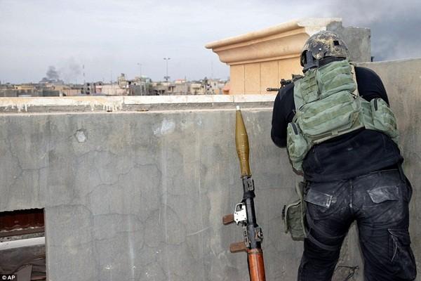 IS sử dụng lá chắn sống, gài bẫy quân đội Iraq ở thành phố chiến lược Ramadi ảnh 4