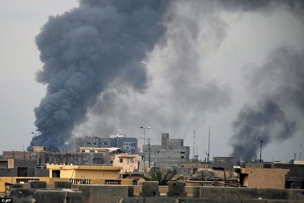 IS sử dụng lá chắn sống, gài bẫy quân đội Iraq ở thành phố chiến lược Ramadi ảnh 5