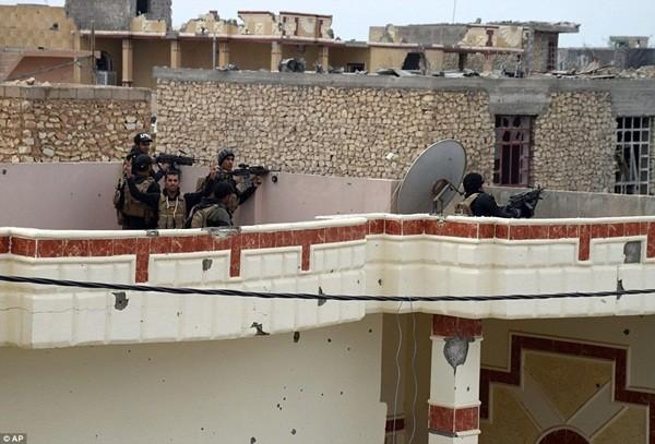 Quân đội Iraq đang bao vây hơn 100 tay súng IS cố thủ trong các tòa nhà ở Ramadi