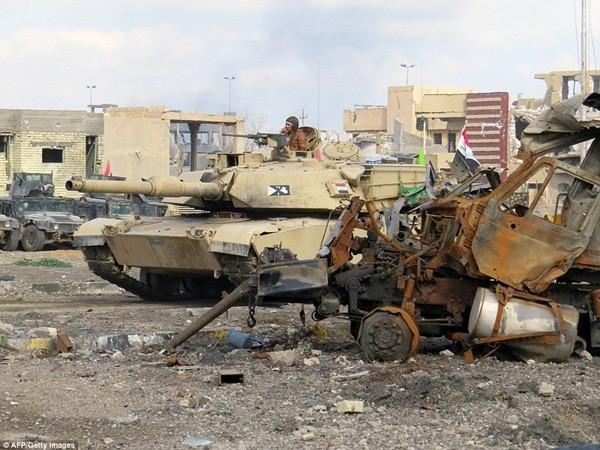 IS sử dụng lá chắn sống, gài bẫy quân đội Iraq ở thành phố chiến lược Ramadi ảnh 8