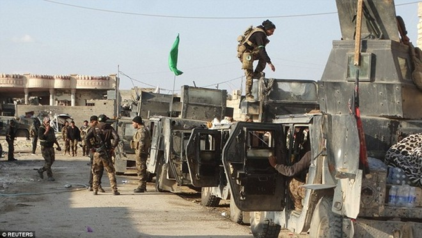 IS sử dụng lá chắn sống, gài bẫy quân đội Iraq ở thành phố chiến lược Ramadi ảnh 7