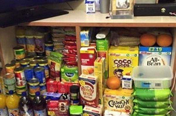 Thực phẩm mà Tevlin có trong tù không khác gì một cửa hàng tạp hóa nhỏ