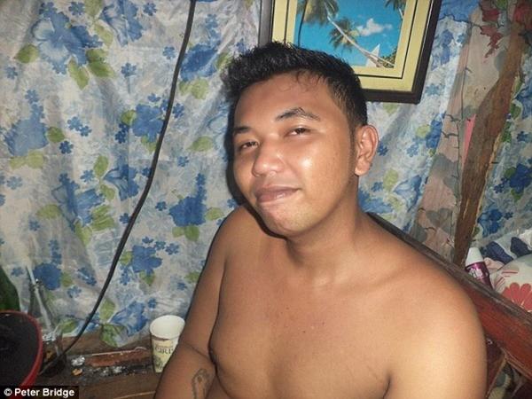 Jefford Dominguez, một tên cầm đầu đường dây bóc lột tình dục trẻ em ở Philippines bị bắt giữ tháng 11-2015