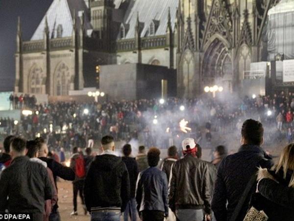 Nước Đức gây sốc vì báo cáo 359 vụ tấn công tình dục từ người tị nạn ảnh 2