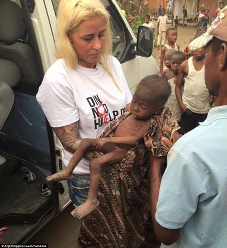 """Hình ảnh em bé Nigeria """"phù thủy"""" gây chấn động toàn cầu ảnh 2"""