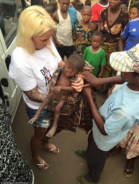 """Hình ảnh em bé Nigeria """"phù thủy"""" gây chấn động toàn cầu ảnh 3"""