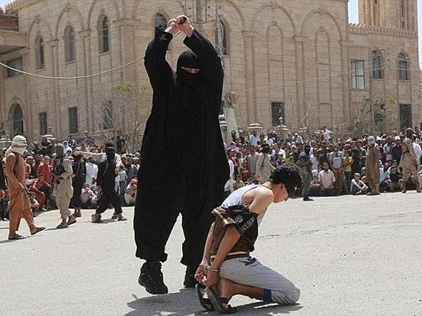 Ayham Hussein bị chặt đầu chỉ vì nghe nhạc phương Tây trong lãnh thổ IS kiểm soát