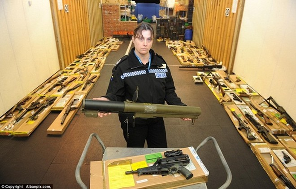 Mục sở thị kho vũ khí bất hợp pháp gần 500 khẩu súng, 200.000 viên đạn ảnh 9