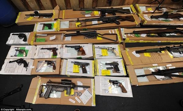 Mục sở thị kho vũ khí bất hợp pháp gần 500 khẩu súng, 200.000 viên đạn ảnh 16