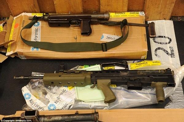 Mục sở thị kho vũ khí bất hợp pháp gần 500 khẩu súng, 200.000 viên đạn ảnh 12