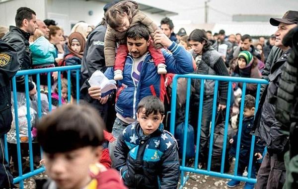 Mỗi ngày chỉ 200 người được phép qua biên giới Macedonia