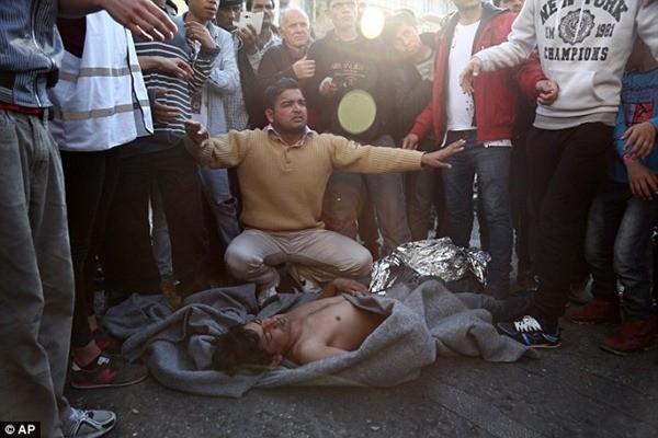 Một người đàn ông Pakistan bất tỉnh sau khi treo cổ