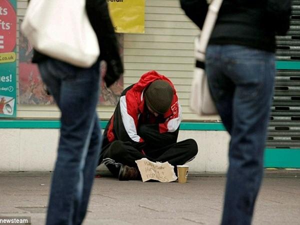 Người đàn ông này đóng giả người vô gia cư để xin tiền, trong khi có tài sản hợp pháp tại Anh