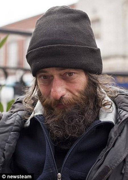 Simon Van Der Hoek, 48 tuổi người vô gia cư thực sự lo sợ sẽ không còn ai tiếp tục cho tiền