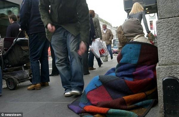 Ủy viên Hội đồng thành phố Wolverhampton cho rằng, nhiều kẻ ăn mày đóng giả người vô gia cư để xin tiền uống rượu