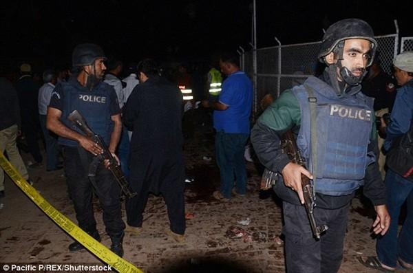 Cảnh sát được điều động đến hiện trường ngay trong đêm, hiện tại con số thương vong vẫn có thể tăng lên vì rất nhiều người đang trong tình trạng nguy kịch