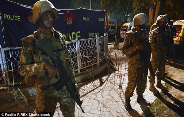 Hình ảnh đau xót vụ đánh bom tự sát khiến 29 trẻ em chết thảm ảnh 13