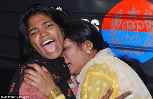 Hình ảnh đau xót vụ đánh bom tự sát khiến 29 trẻ em chết thảm ảnh 9