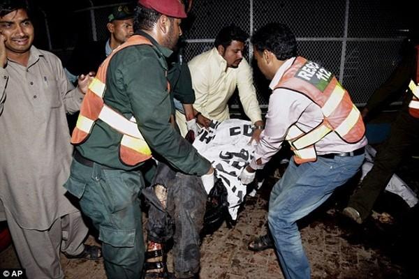 Hình ảnh đau xót vụ đánh bom tự sát khiến 29 trẻ em chết thảm ảnh 14