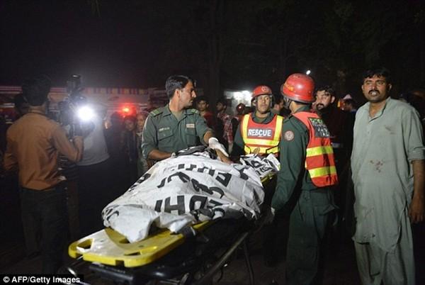 Hình ảnh đau xót vụ đánh bom tự sát khiến 29 trẻ em chết thảm ảnh 11