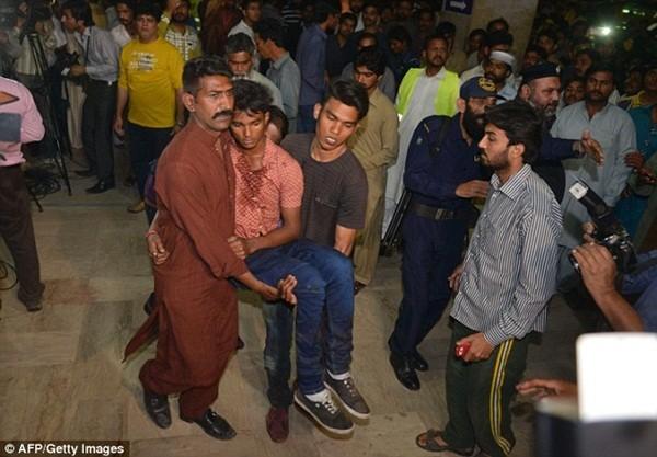 Hình ảnh đau xót vụ đánh bom tự sát khiến 29 trẻ em chết thảm ảnh 10